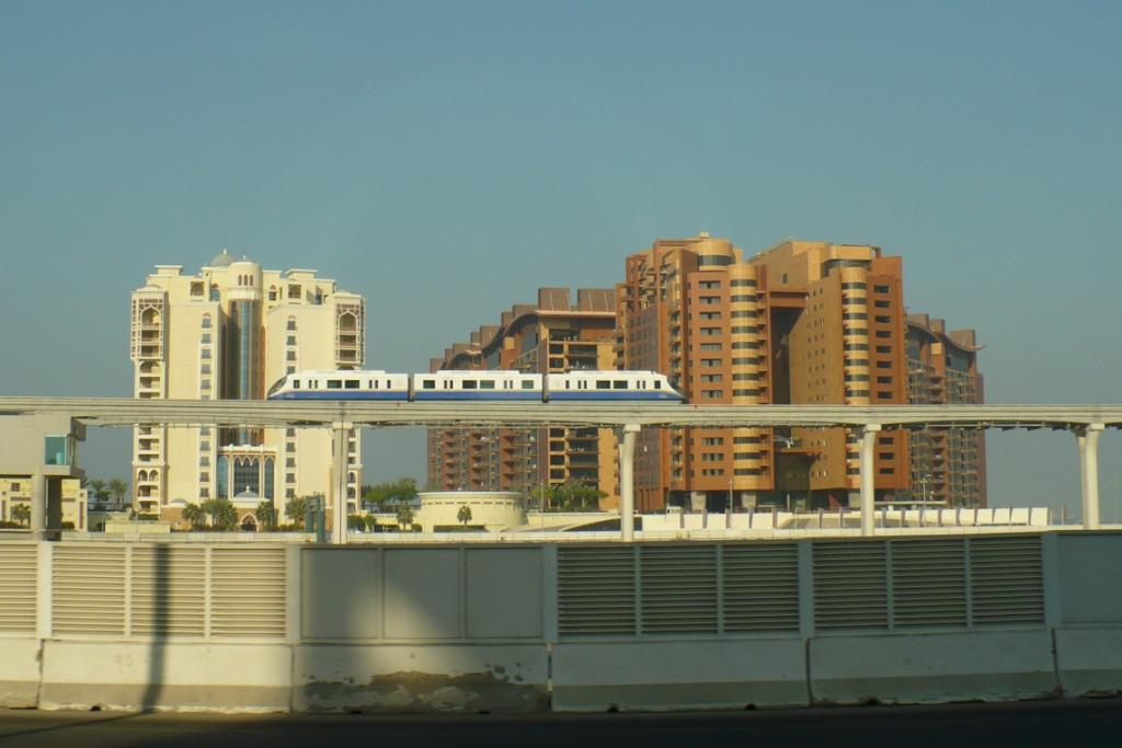 Дубай. Надземное метро.