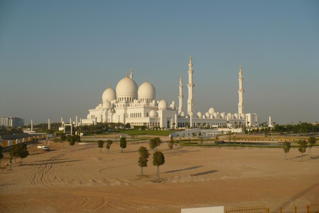 Абу-Даби. Грандиозная мечеть.