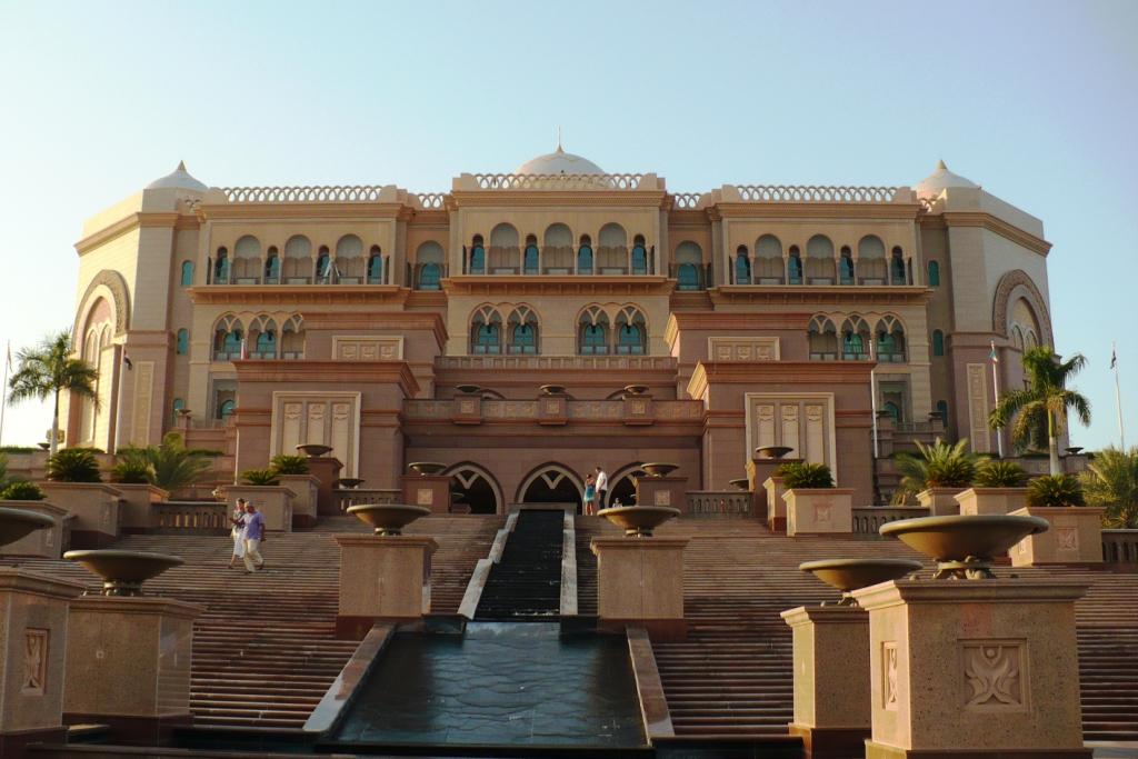 Абу-Даби. Отель Дворец Шейха.